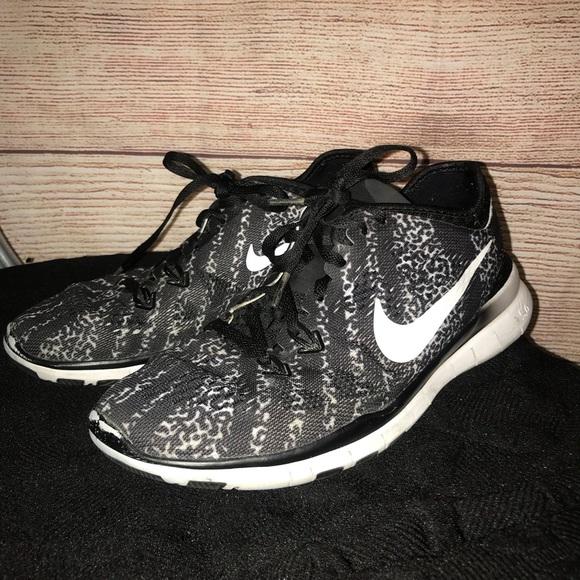 Nike Women's cheetah print running shoes size 6.5